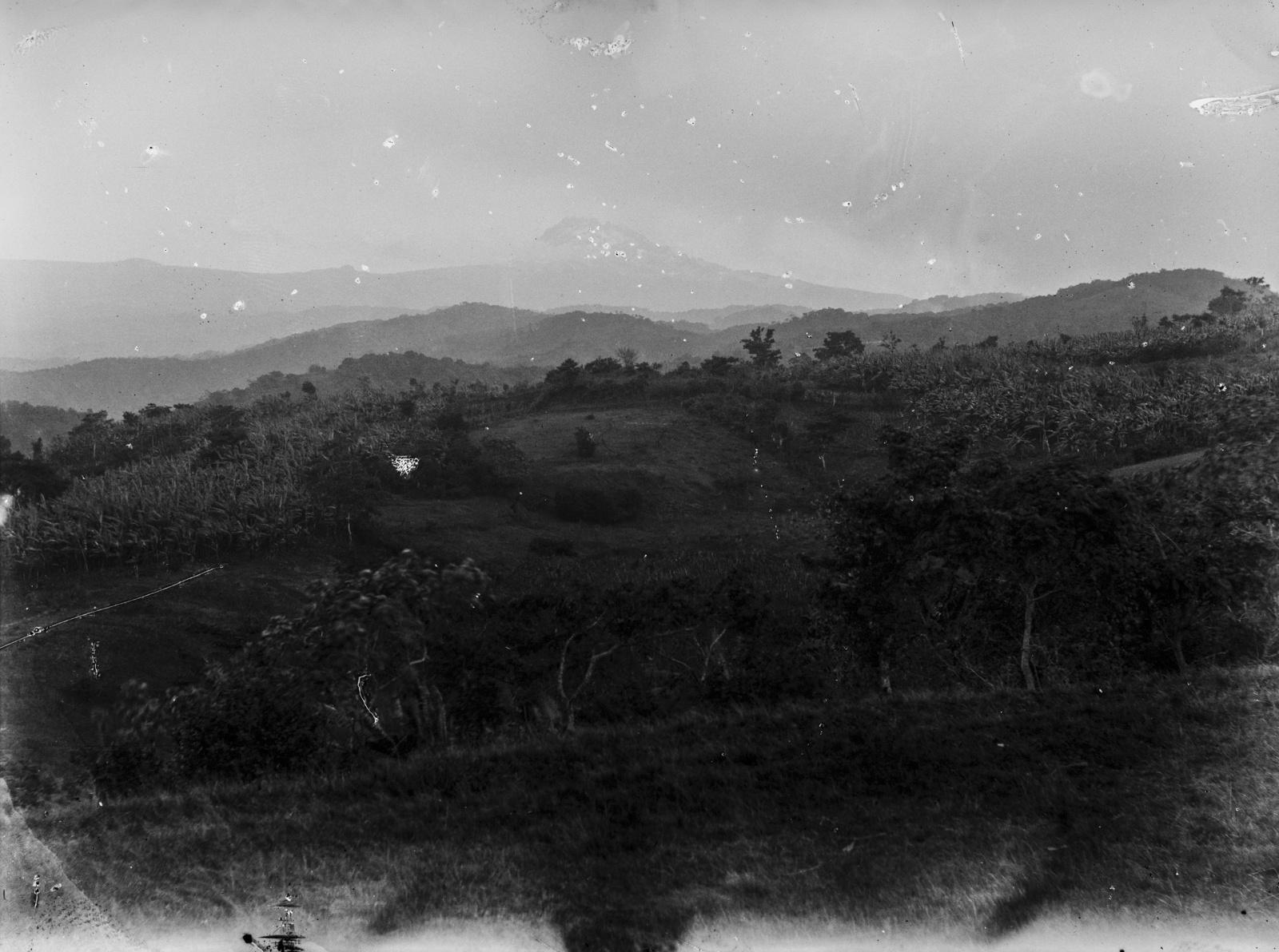 90.  Вид местности на высоте  1300 метров в районе Килиманджаро