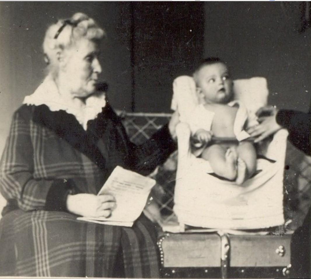 М.А.Бутина с внучатой племянницей Е.И. Рачковской