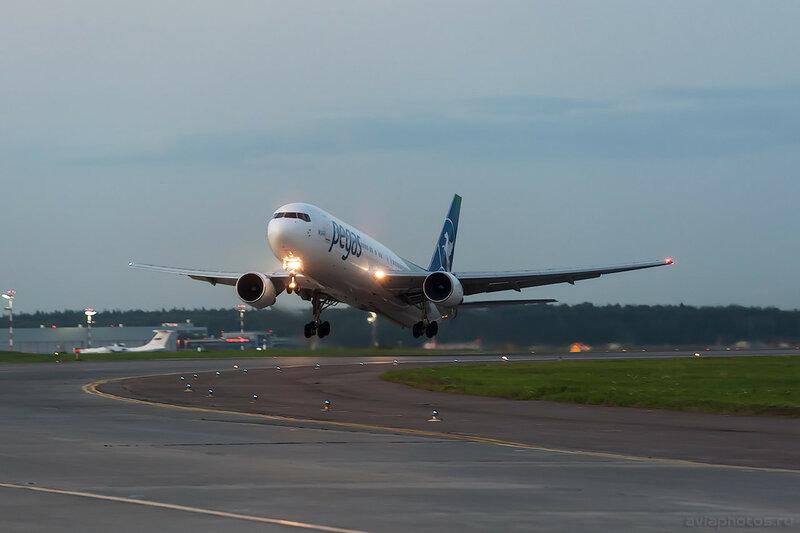 Boeing 767-3Q8(ER) (VP-BMC) Pegas 0965_D703823