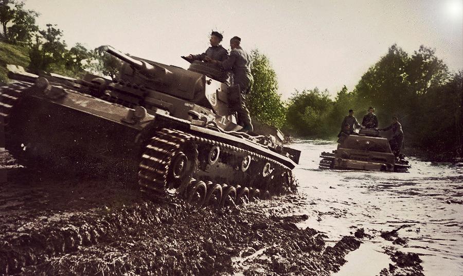 1 советский танк подбил 22 немецких танка, а потом 5 советских танков подбили еще 39 танков.