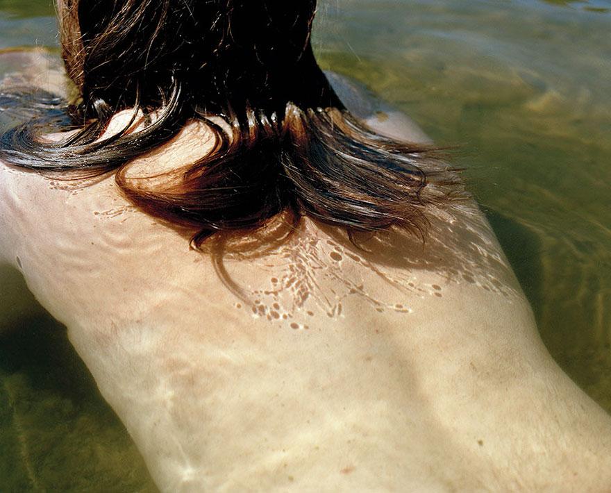 Женщина рассказала о депрессии мужа в серии пронзительных фотографий