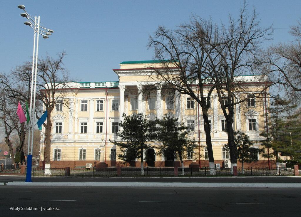 Советское здание в Ташкенте