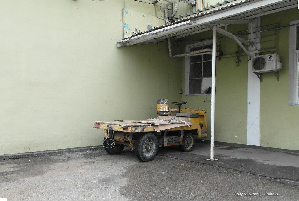Спецтехника на заводе Бахус в Алматы