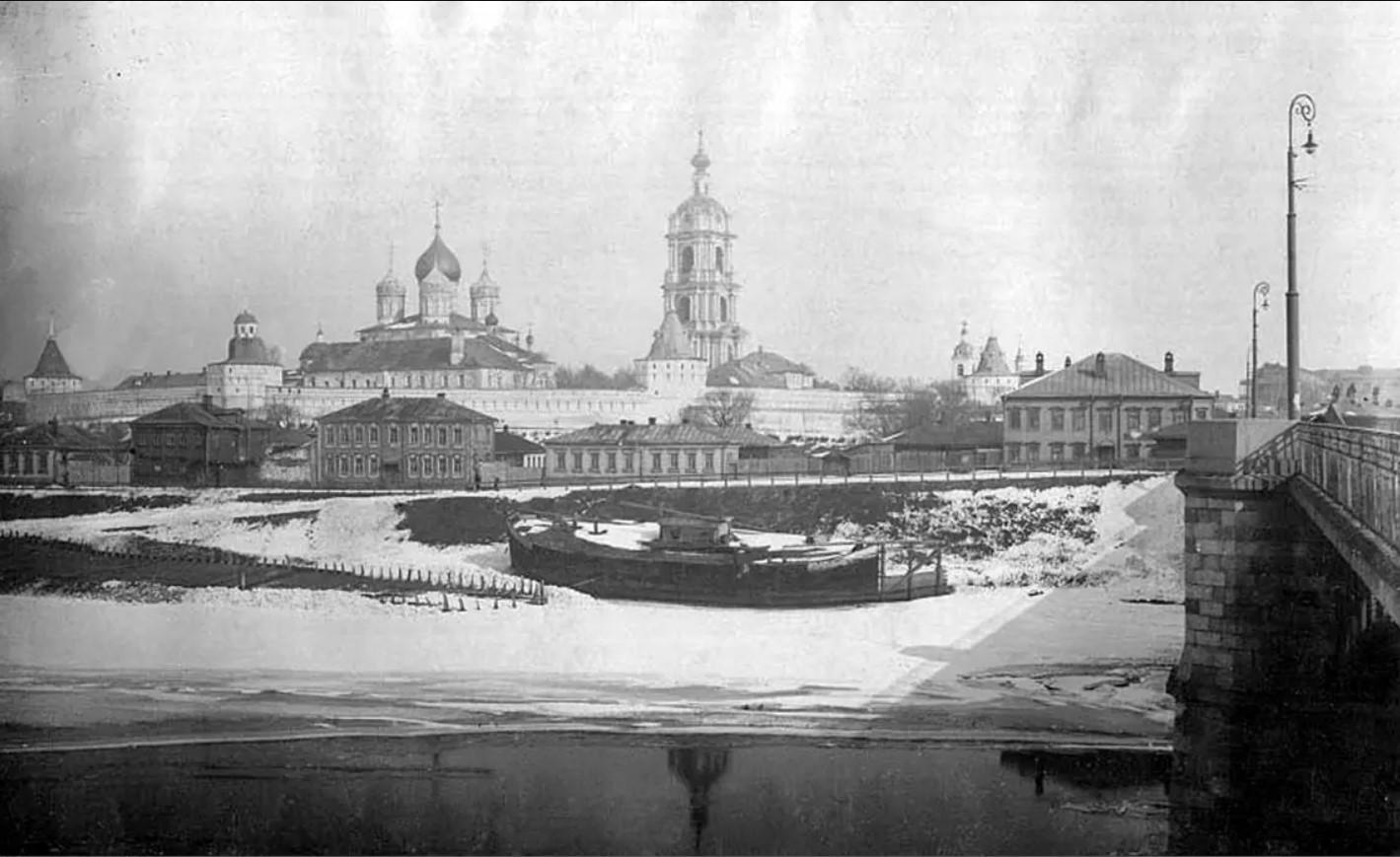 Новоспасский монастырь из Замосковоречья