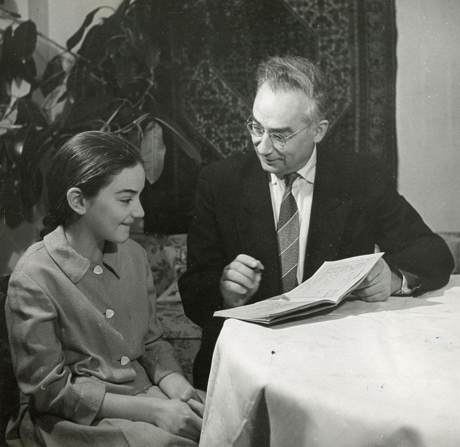 1960. Профессор Леонид Седов с молодой ученицей