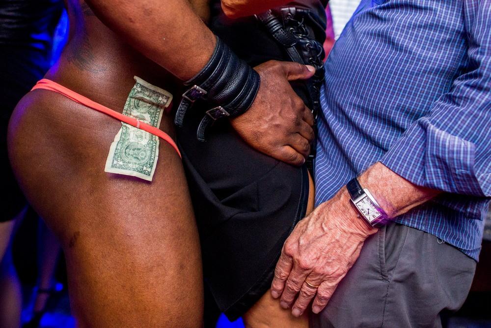 Секс-вечеринки в Нью-Йорке на снимках Джонни Милано