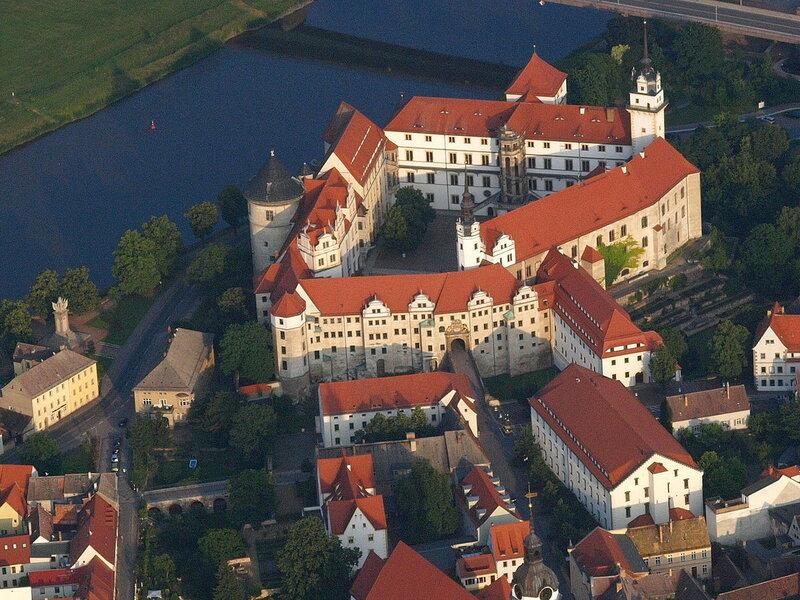 1200px-Torgau_Schloß_Hartenfels.jpg
