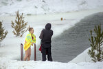 Сибирская лав-сторь 5: девушка хотела бы одеться, но парень предлагает посмотреть фото
