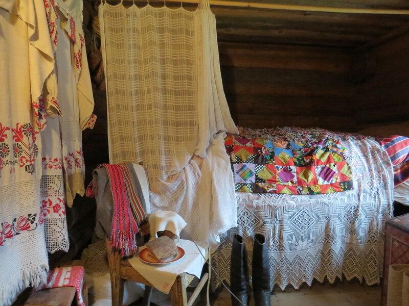 Кровать в избе. Витославлицы в Великом Новгороде