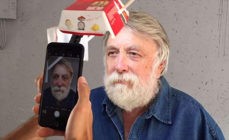 iPhone, коробка от «Биг Мака» и никакого волшебства: фотограф сделал крутые портреты с помощью подручных средств