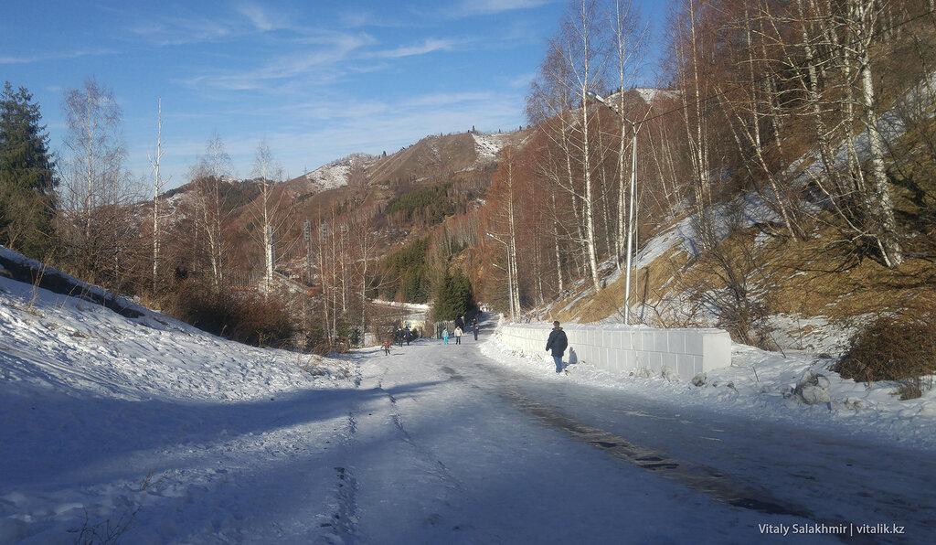 Дорога на плотину Медеу.