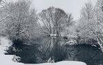 Зима, река, снег и вода