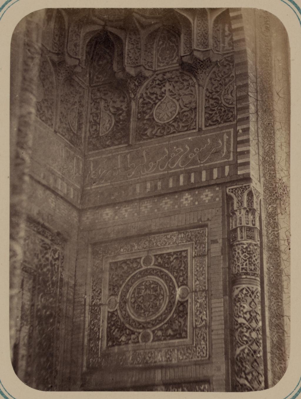 Мавзолей эмира Кутулука Турди Бек-Ака. Деталь панели ниши во внешней арке (вверху)