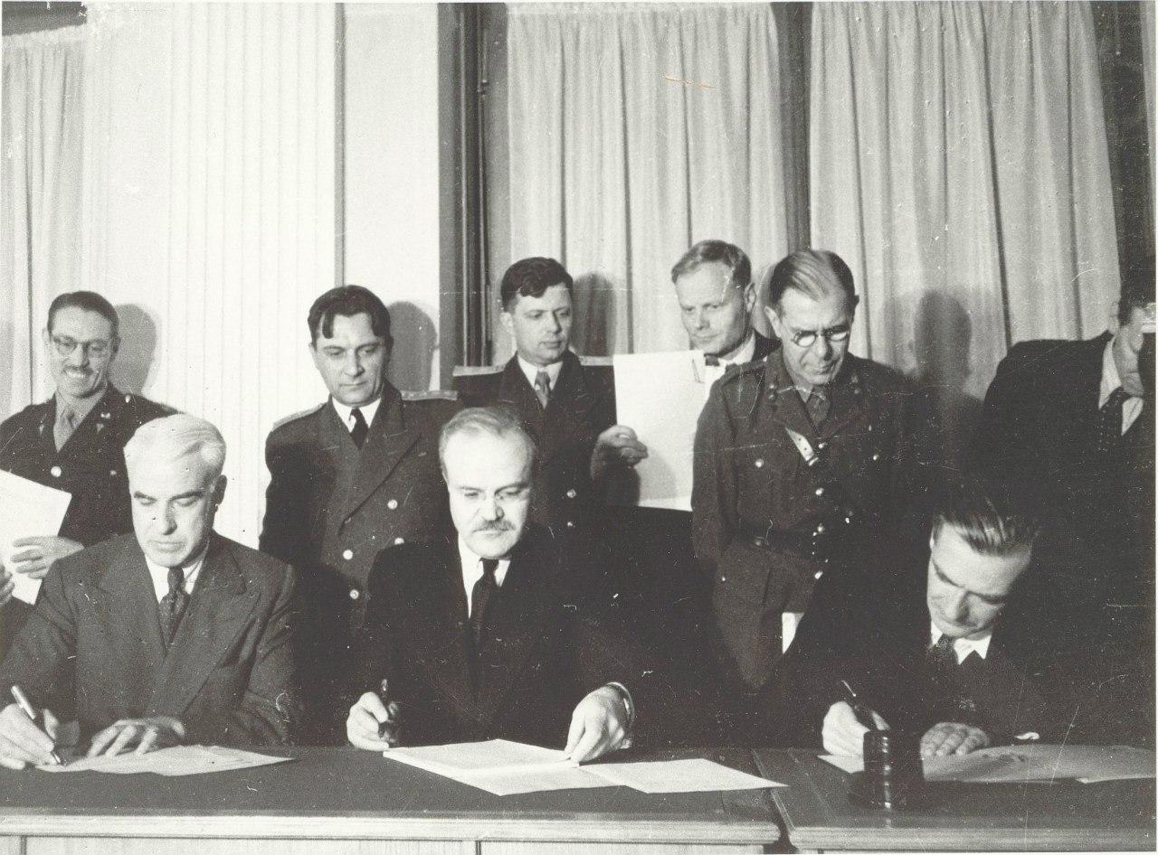 Подписание официальных документов