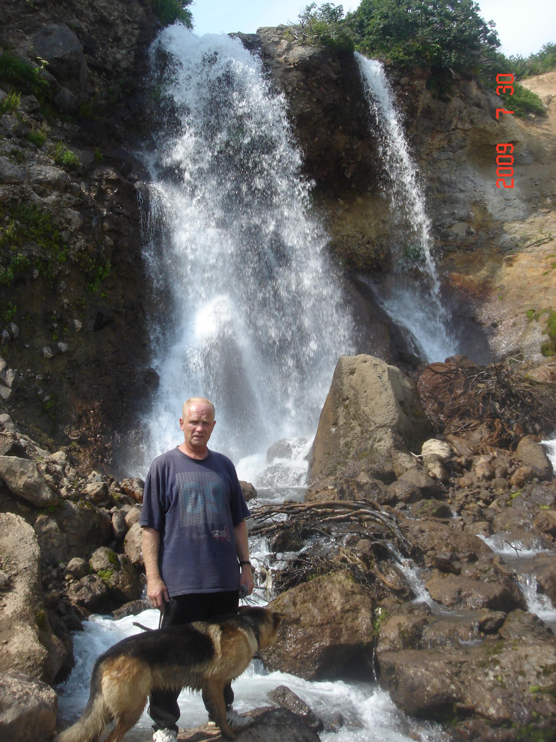 Водопад в районе вулкана Горелый.