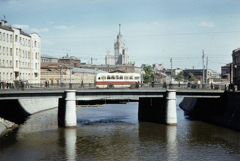 1959 Малый Москворецкий мост. Harrison Forman.jpg