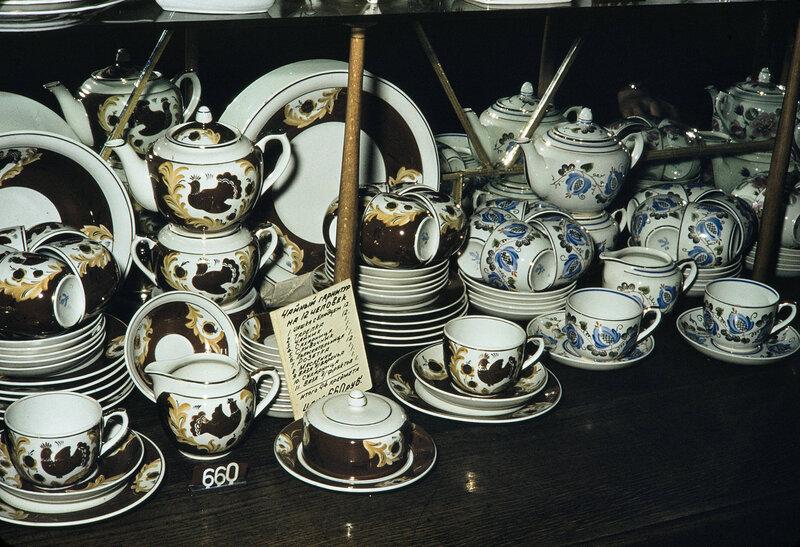 1959 Фарфоровая посуда в Москве. Harrison Forman2.jpg
