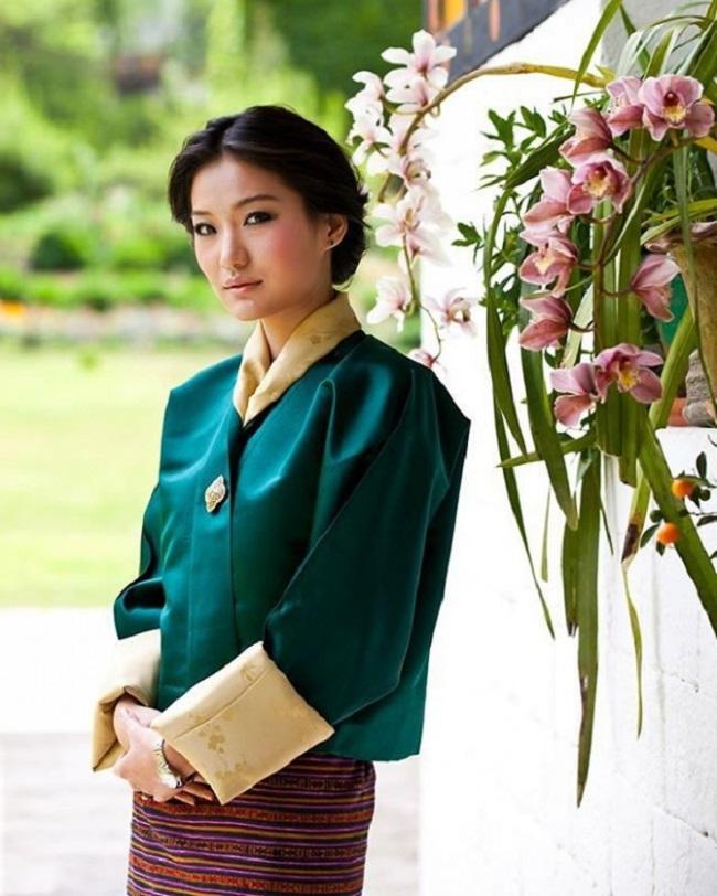 Тайны жизни прекрасной королевы Бутана (23 фото)