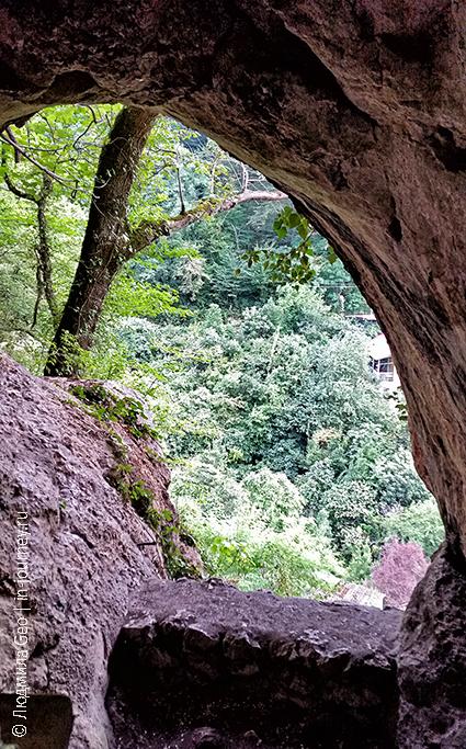 вид из пещеры Ипатия в Гагре