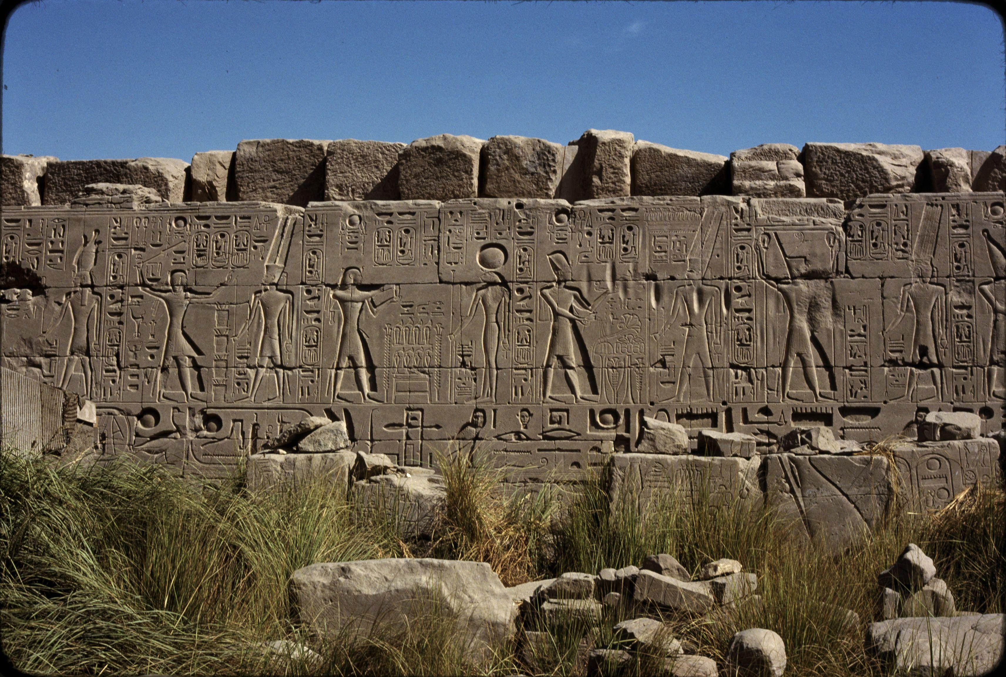 Храм Амон-Ра. Рамсеса II с богом Амоном