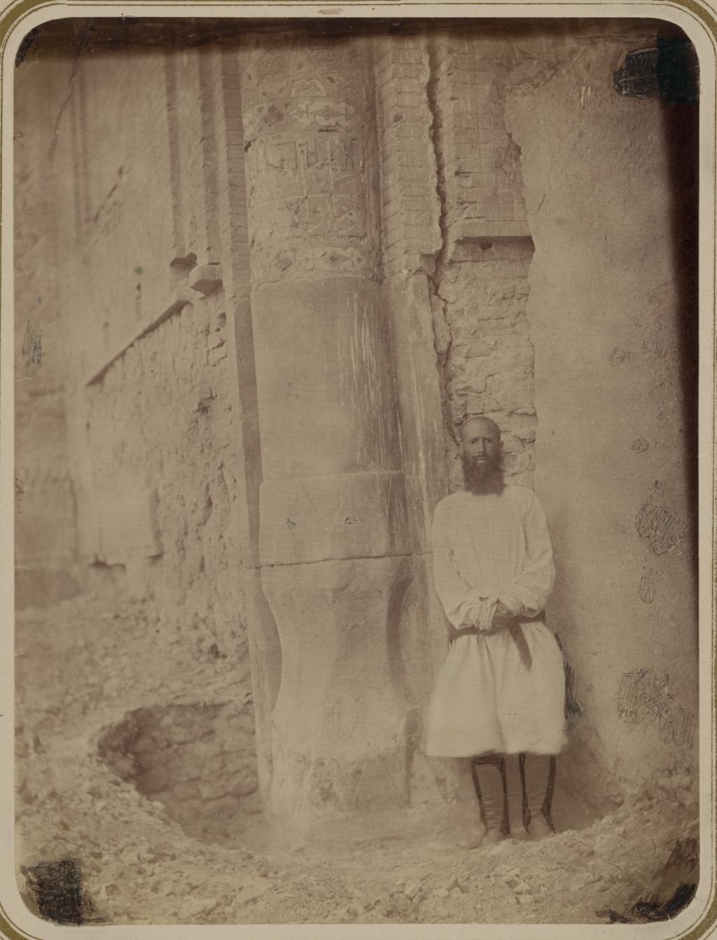 Медресе Биби Ханым. Соборная мечеть. Основание колонны