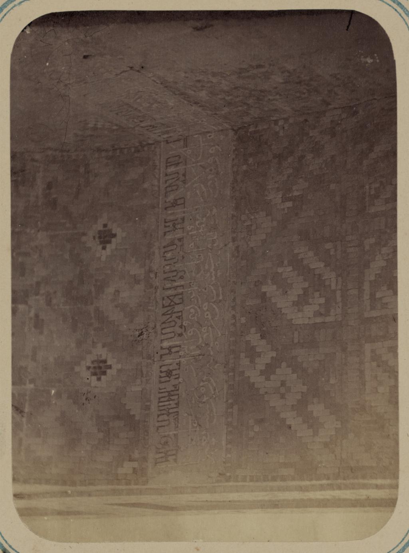 Медресе Надир Диван-Беги. Надписи, идущие внутри главной ниши при входе с улицы