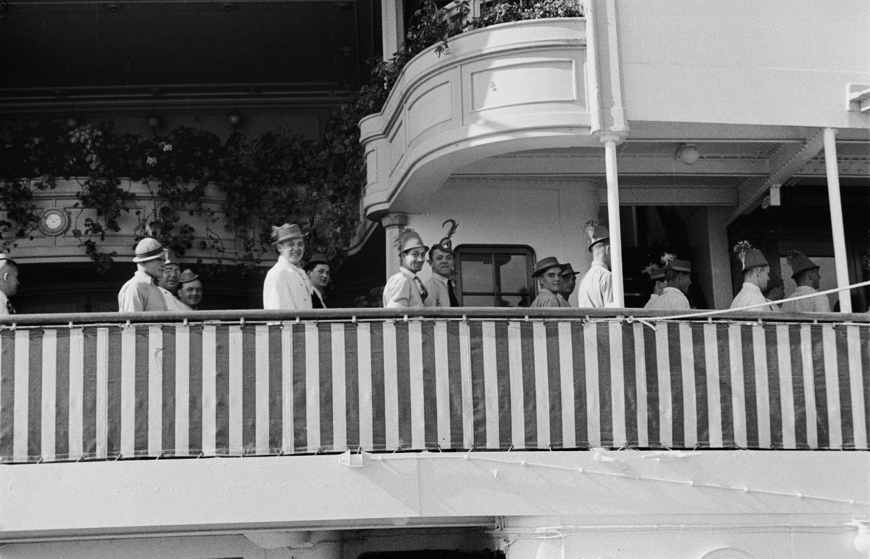 Костюмированная вечеринка на прогулочной палубе