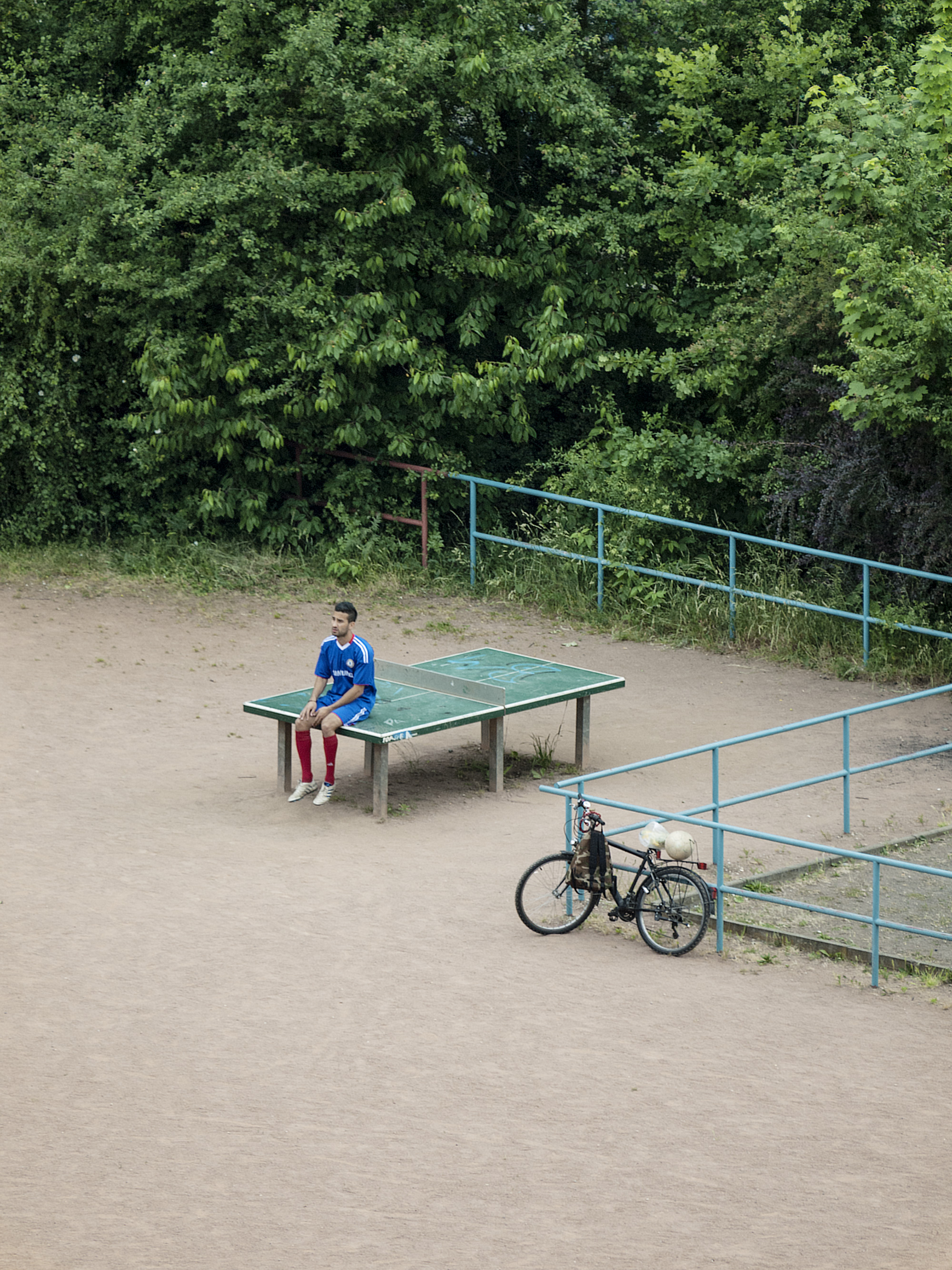 The Diverse Daily Life of a Ping Pong Table in Germany Photographed by Tomiyasu Hayahisa (11 pics)