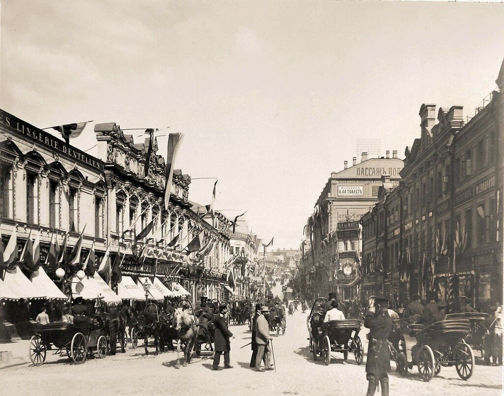 223960 Вид празднично украшенных к торжествам коронации домов на Кузнецком мосту.jpg