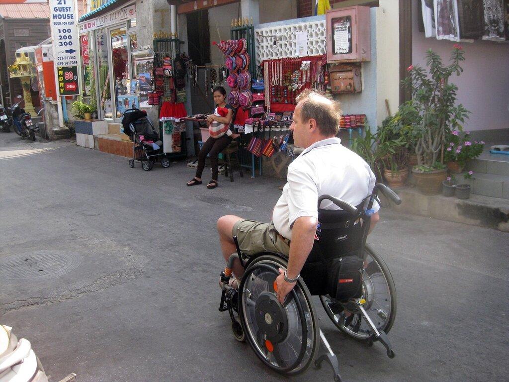 Колясочник на отдыхе в Таиланде - владелец фото http://www.netzim.ru/