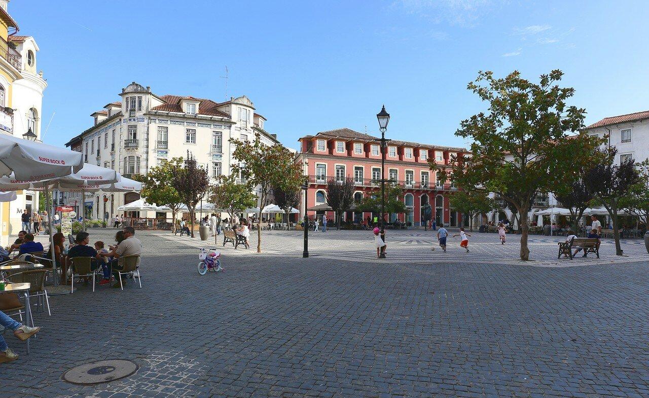 Лейрия. Площадь Франсиско-Родригеса Лобо (Praça Francisco-Rodrigues Lobo)