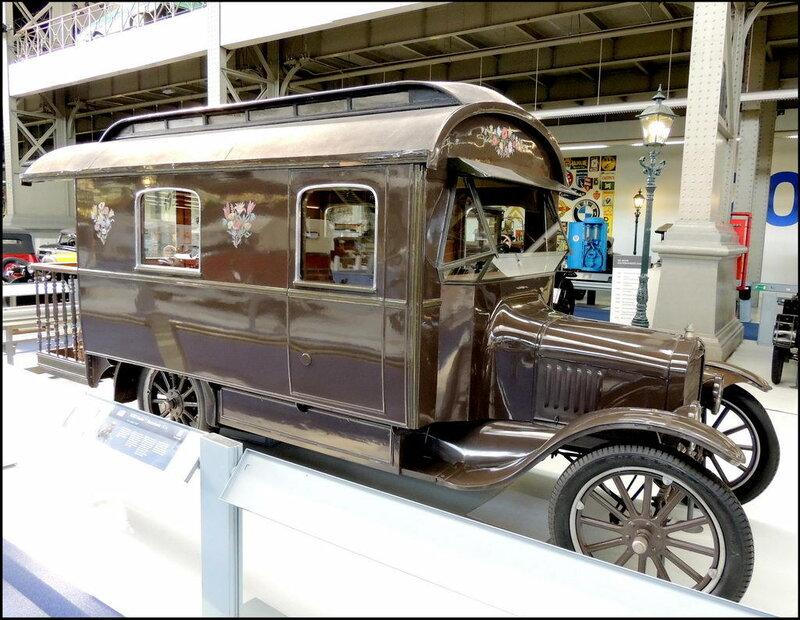 Autoworld 8029 Ford Model TT Motorhome 1924