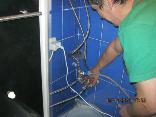 Шланги подключены, начинаем испытание водопровода