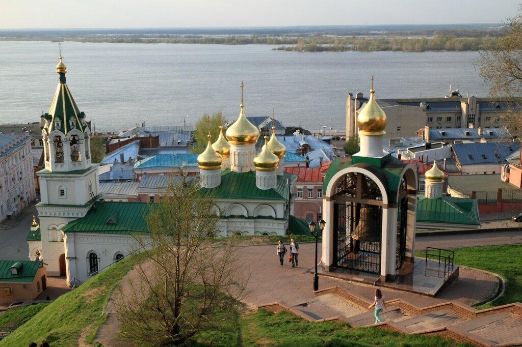 Набатный колокол и церковь Рождества Иоанна Предтечи, Нижний Новгород