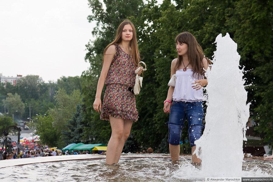 Фото группы девушек купаются 3 фотография