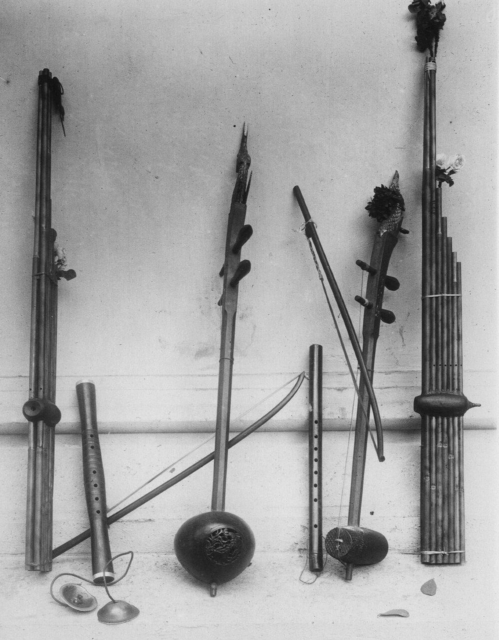Лаос. Инструменты лаосской музыки. Хен, две флейты, тарелки Синг