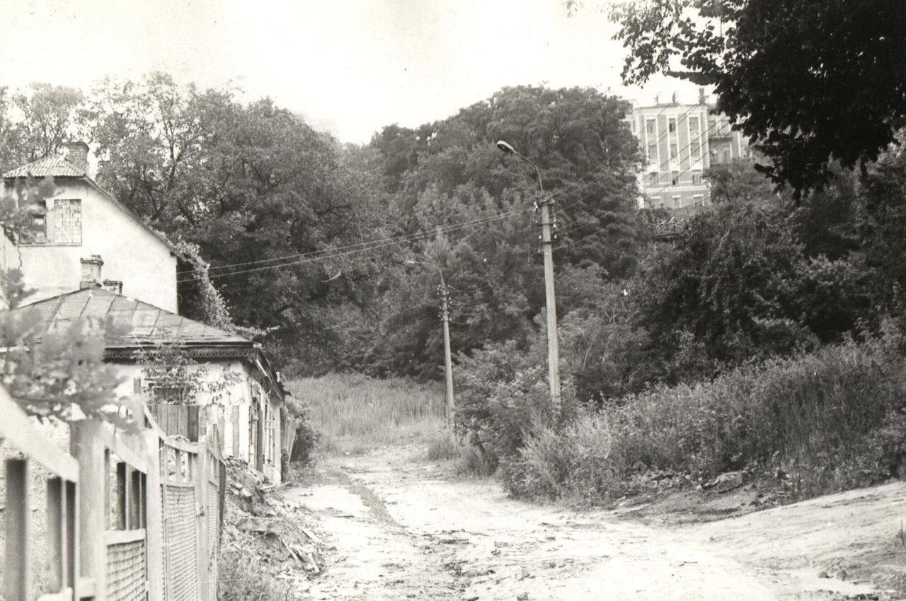 На ул. Гончарной. 1980.