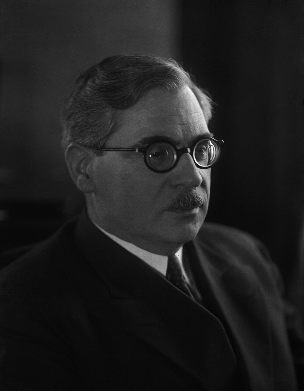 Никитин Василий Петрович (2 [14] августа 1893, Санкт-Петербург — 16 марта 1956, Москва) — выдающийся учёный в области электротехники, сварки и электромеханики.