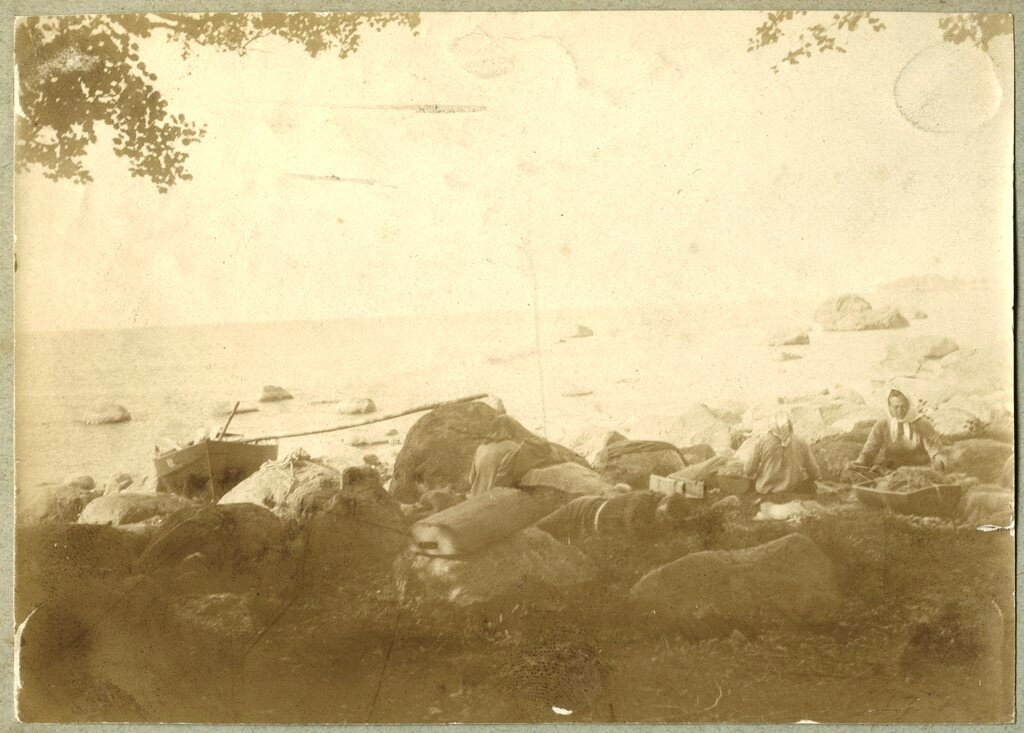1900. Жены рыбаков на берегу