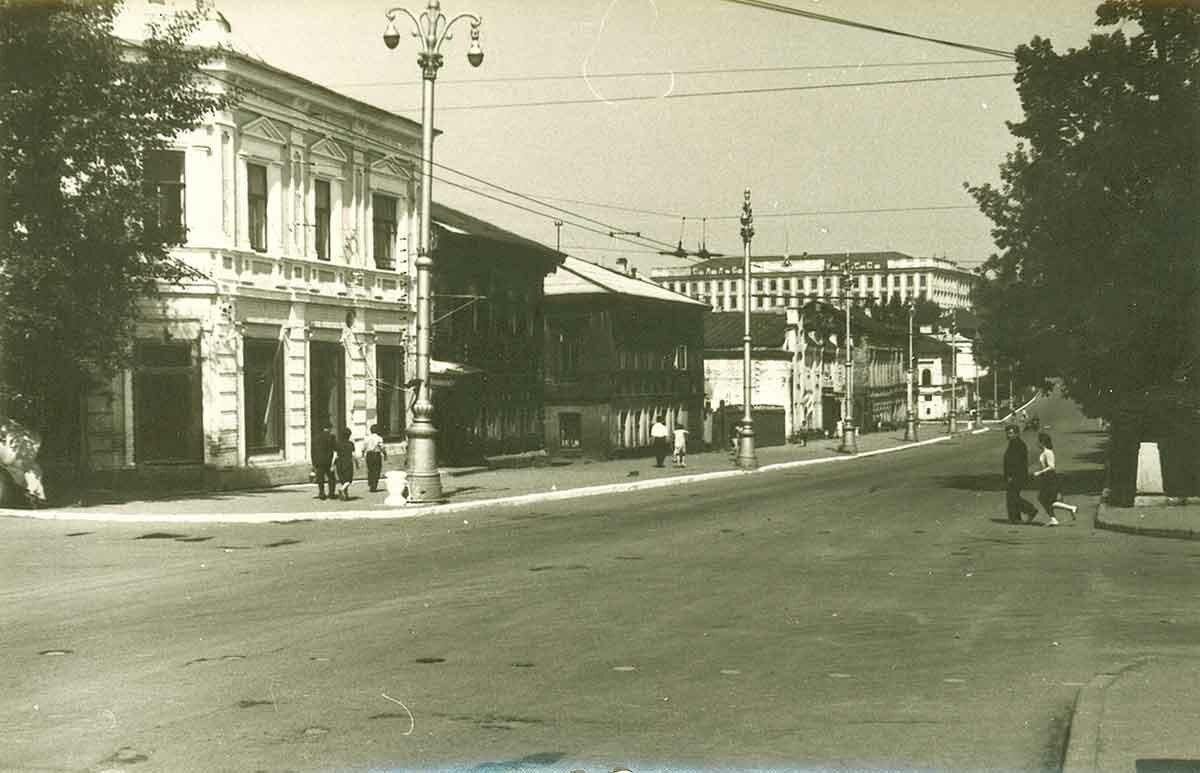 Комсомольский проспект, западная сторона №1