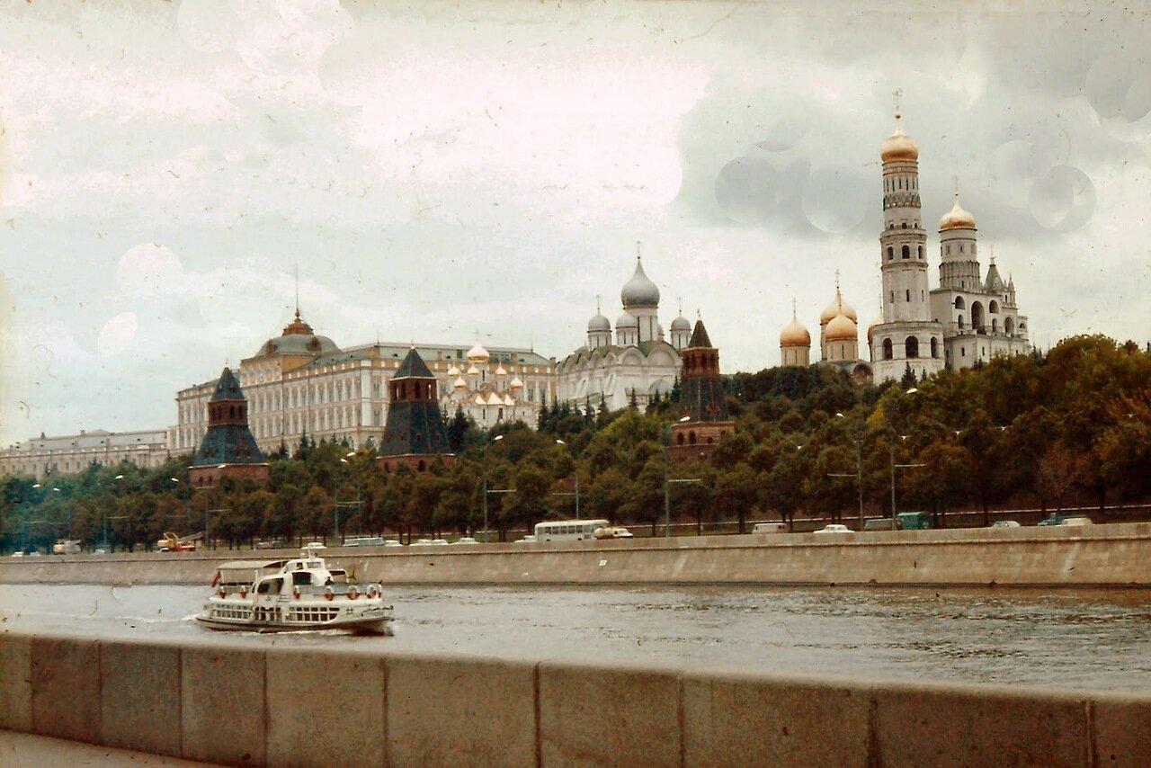 à MOSCOU - le Kremlin, les cathédrales et le palais présidentiel russe.