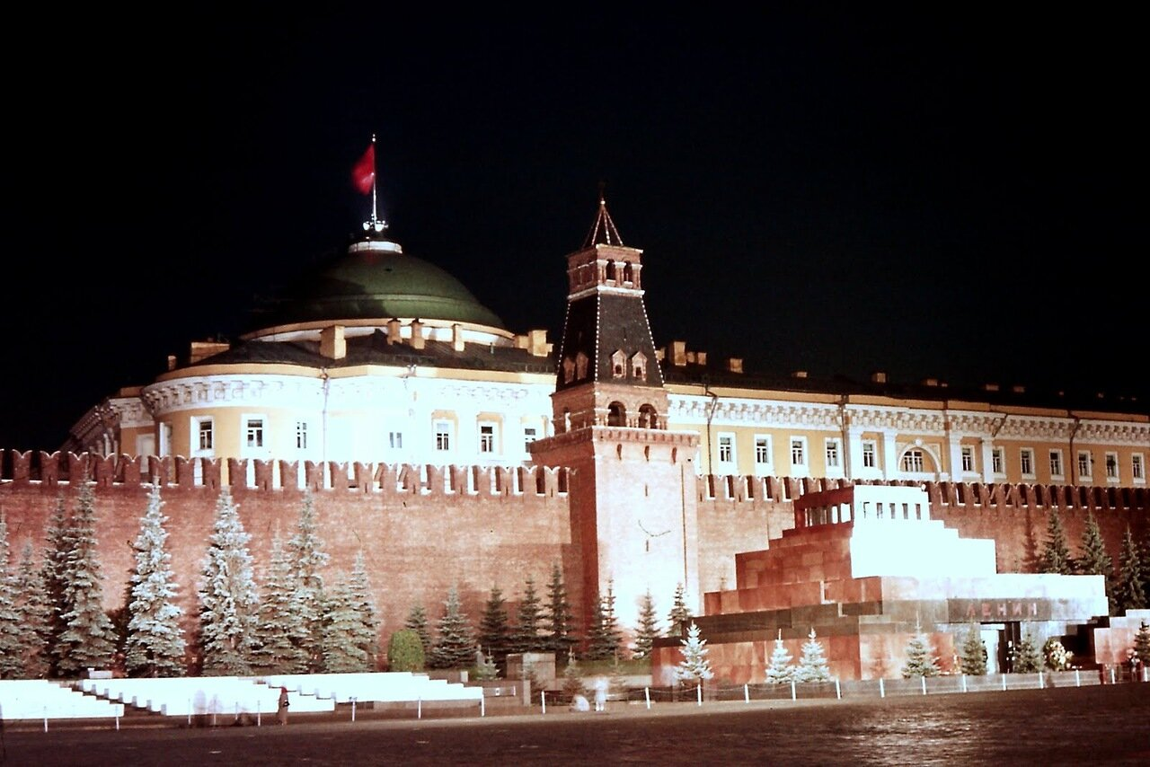 MOSCOU - Mausolée Lénine et Palais Gouvernemental