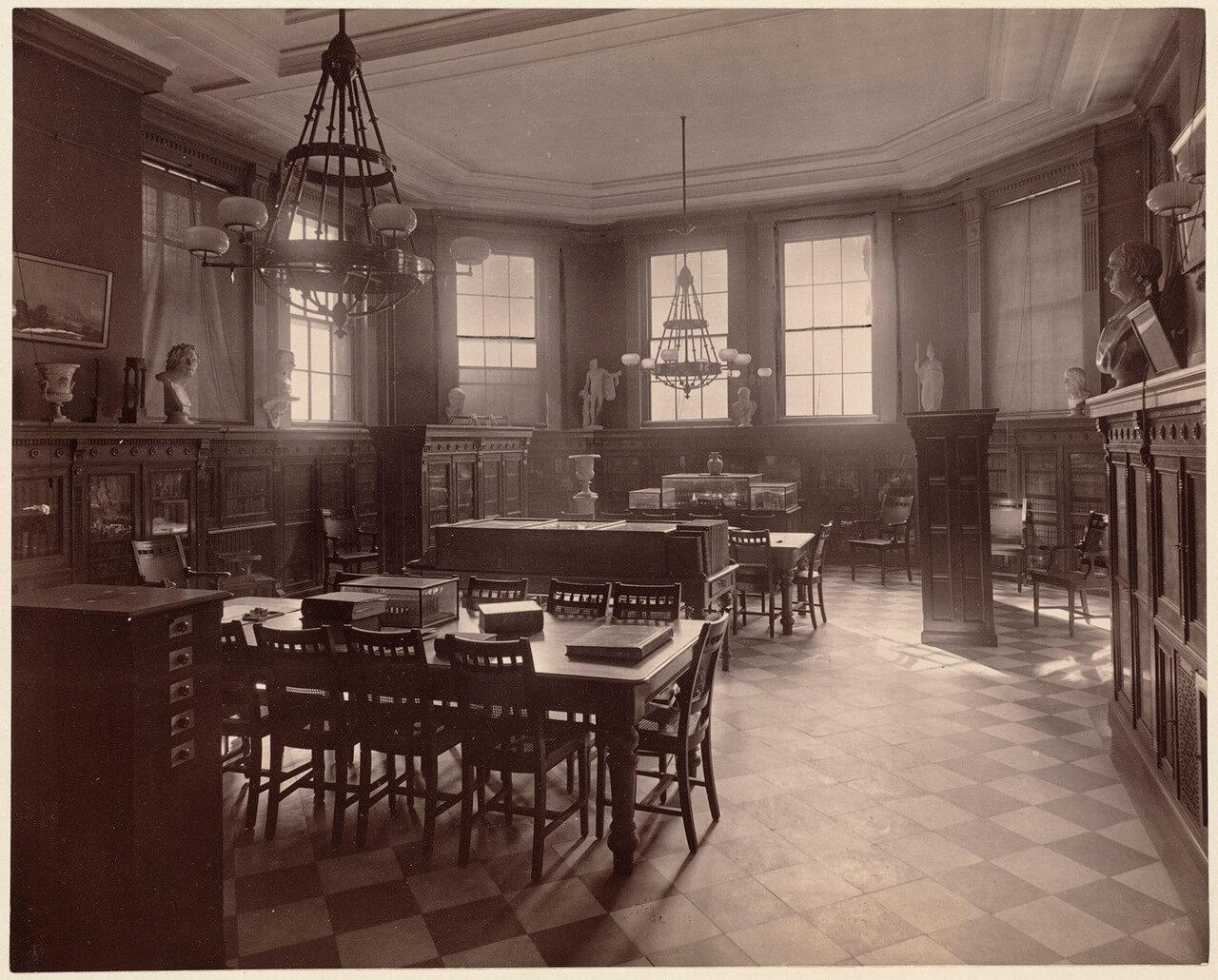1893. Бостонская Латинская школа, библиотека