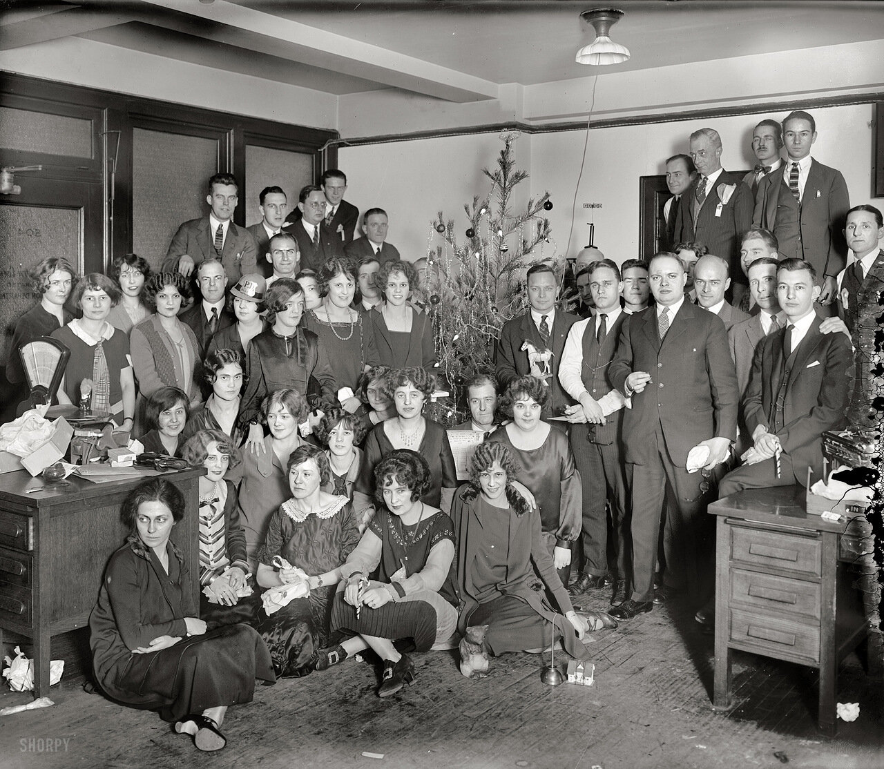 1925. Офисная вечеринка в Новый год в США
