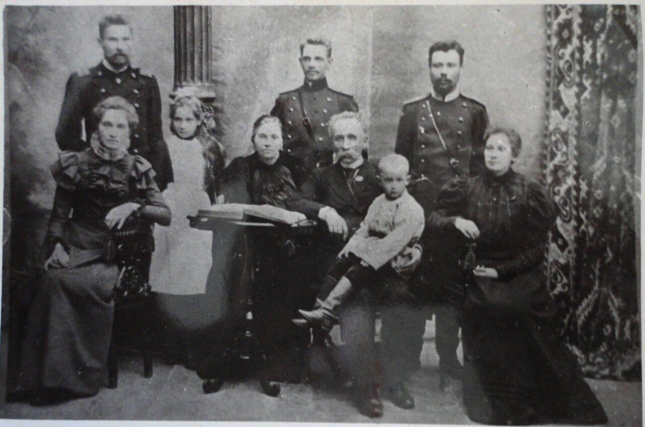 Семья Курч с Сотвы Севруков