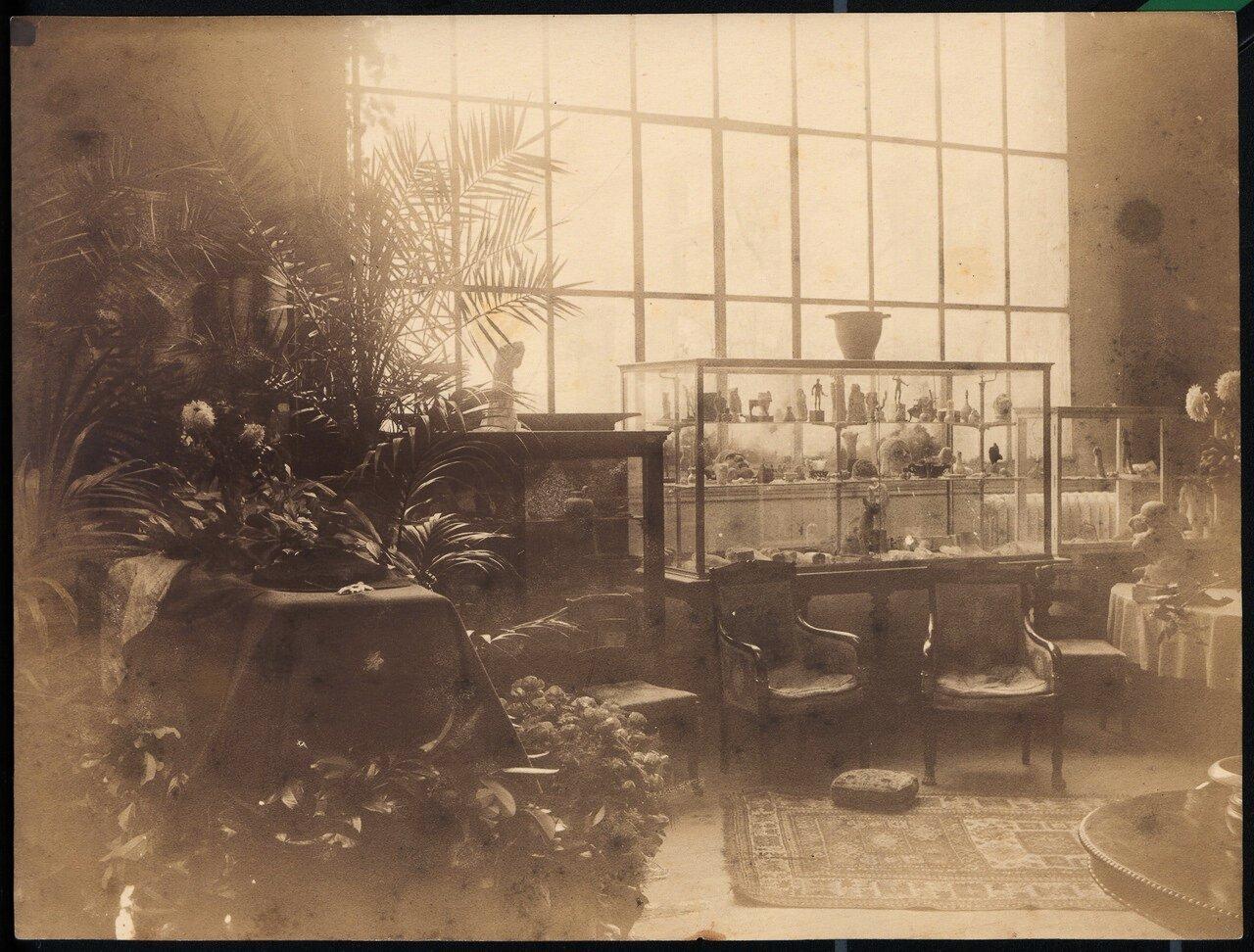 Гроб с телом Огюста Родена в гостиной поместья «Вилла Брийан»