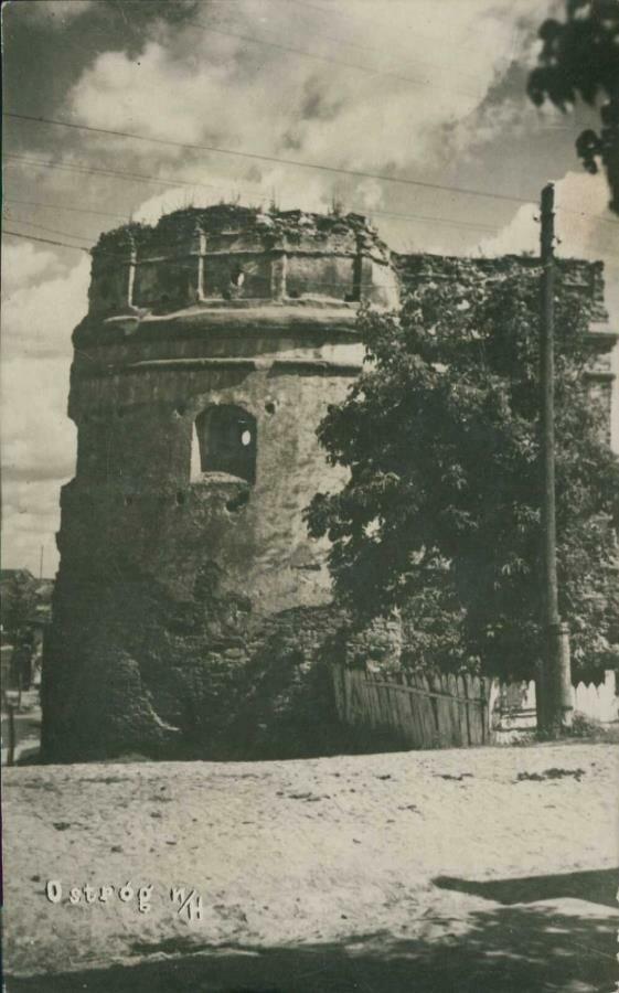 Острожский замок. Круглая башня