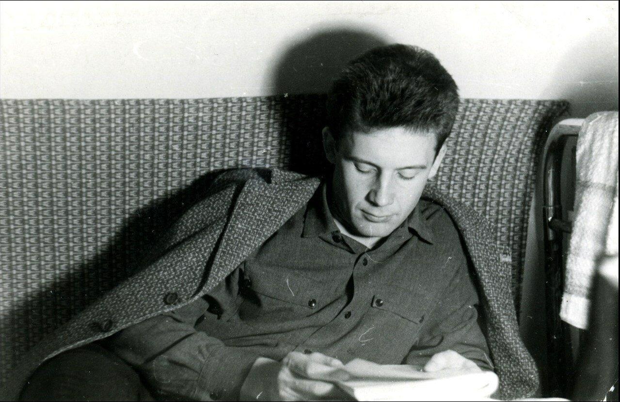 1966. Рабочий момент в скромном студенческом общежитии РИСИ