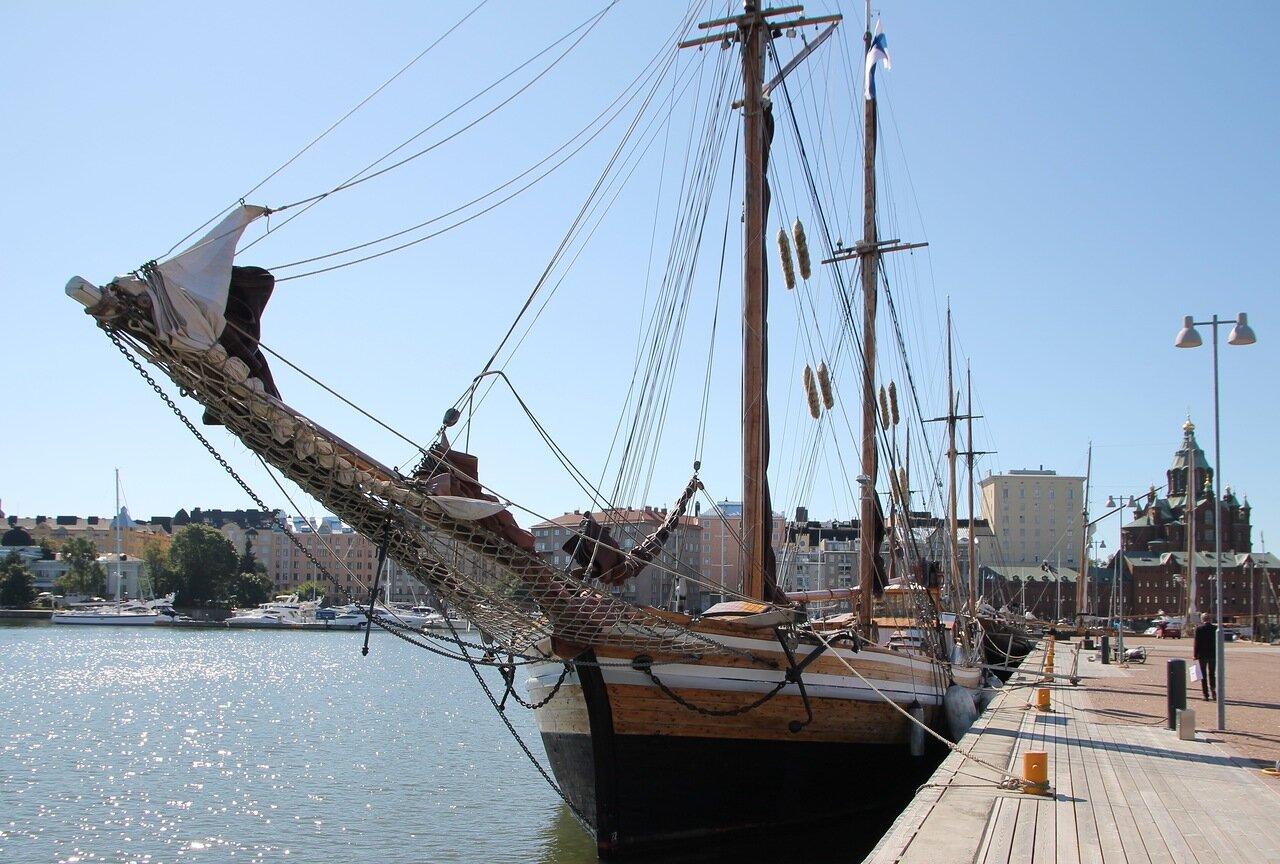 Helsinki. Halkolaituri sailing pier