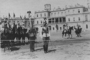 Полковой  штандарт  во время парада  в день празднования 200-летия полка.